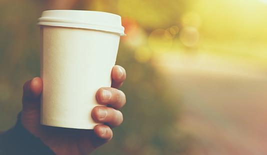כוס קפה לבנה